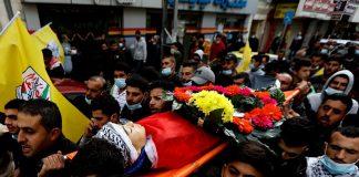 Ribuan Warga Palestina mengantar jenazah Ali Abu Alia ke tempat peristirahatan terakhir.
